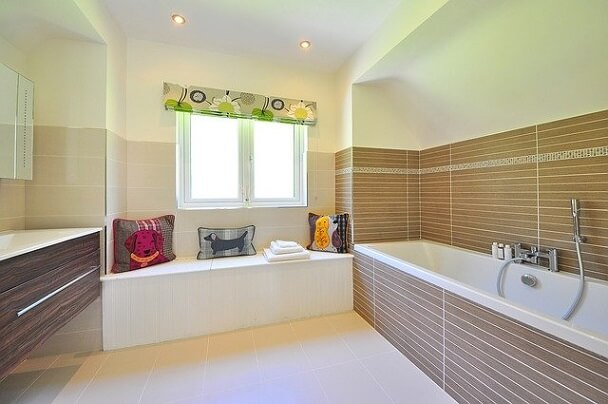 bathroom-1336162_640