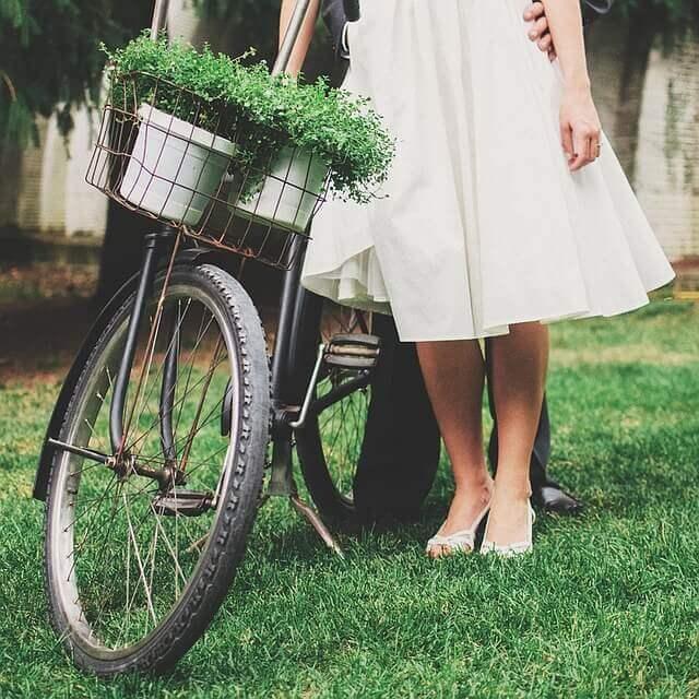 vintage-woman-1149235_640
